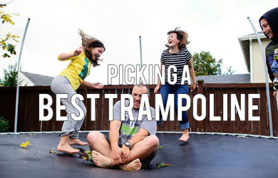 family-on-trampoline-390x250.jpg (390×250)