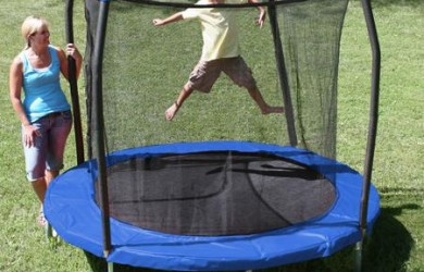 SKYWALKER 8-FEET ROUND TRAMPOLINE WITH SAFETY ENCLOSURE COMBO OVERVIEW