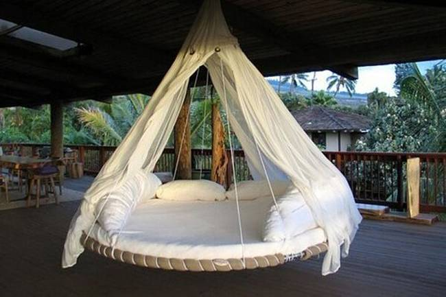 Revamping an Old Trampoline Into a Swing Bed